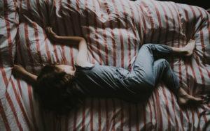 【実体験】睡眠の質を上げる3つの方法【2分で眠れる】