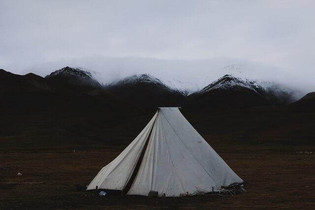 雨の日キャンプに必要な物5つを紹介【雨対策/体験談など】