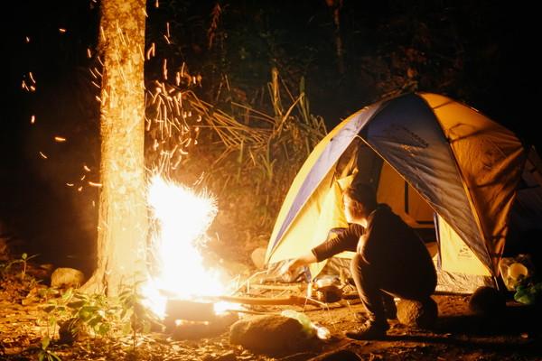 2.キャンプには必需品な用品
